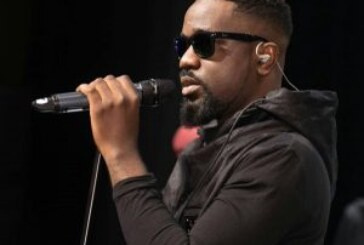 My favourite boxer, Bukom Banku wasn't fit hence the defeat – Sarkodie