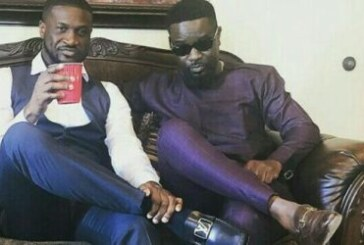 Sarkodie 'Chills' With Peter Okoye Of P-Square Ahead Of Wedding